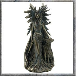 Hekate (1)