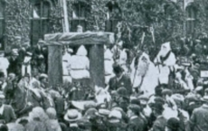 godiva-1907-procession-of-druids-with-banner.jpg